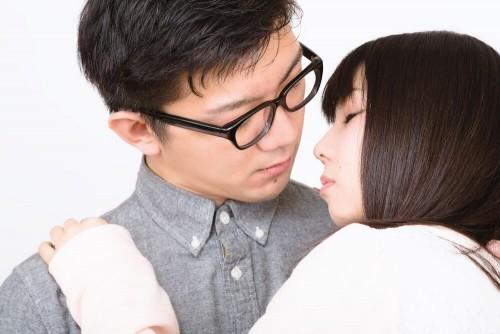 https www.pakutaso.com assets c 2015 06 PAK83 okuroookami20140321 thumb 1000xauto 17127 1 500x334 - キスのタイミングはいつ?付き合う前のデートのキスはアリ?ナシ?