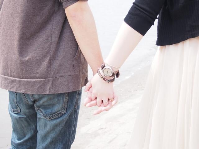 cb36a976fa6ae24fbf407a7b66271322 s 1 - 恋人繋ぎを女性からするには?自然に手を繋ぐ簡単な方法とベストタイミング