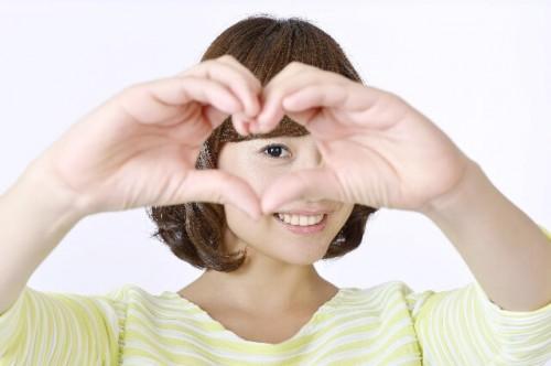 adc625926bc91cf55aae6f5699e3eb96 s 1 500x332 - 男性側から見て「可愛い」と感じる女の子の特徴5つ
