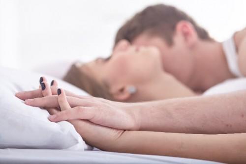 24 500x334 - 彼氏が腕枕をしたがる心理5つ|愛情?甘えん坊?男心?