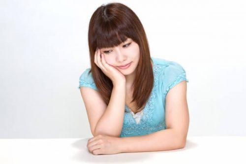 N112 hooduewotukujyosei TP V 500x333 - 婚約破棄したけれど元彼と復縁したい!結婚を意識して別れた彼氏と復縁するポイント6選