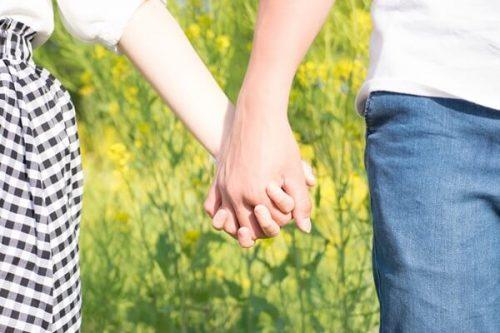 mizuho17810DSC 1004 TP V 500x333 - 恋人繋ぎを女性からするには?自然に手を繋ぐ簡単な方法とベストタイミング
