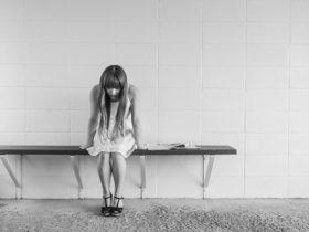 worried girl 413690 640 280x210 - 20代なのに1度も男性に告白されたことがない女子がやるべき対処法!?