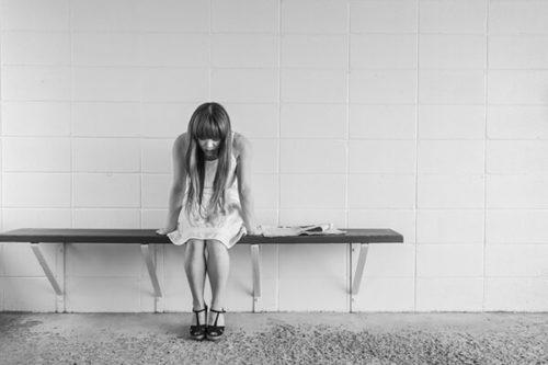worried girl 413690 640 500x333 - 20代なのに1度も男性に告白されたことがない女子がやるべき対処法!?